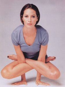 Christy-Turlington-yoga2