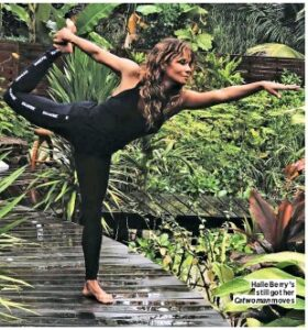 Halle-Berry-yoga2