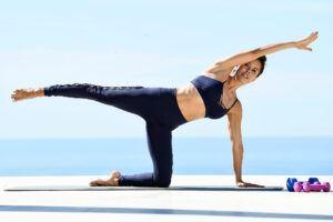 Jessica-Biel-yoga