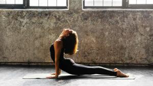 Jessica-Biel-yoga2