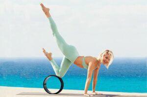 Kate-Hudson-yoga