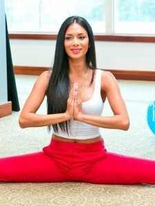 Nicole-Scherzinger-yoga2