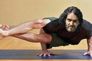 Russell-Brand-yoga