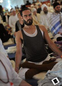 Russell-Brand-yoga2